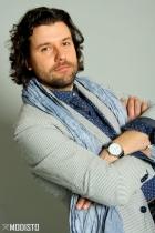italienischer Sakko, mit einem lässigen Hemd und Cordello-Schal